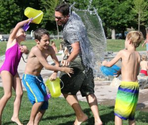 water-fight-442257_1920